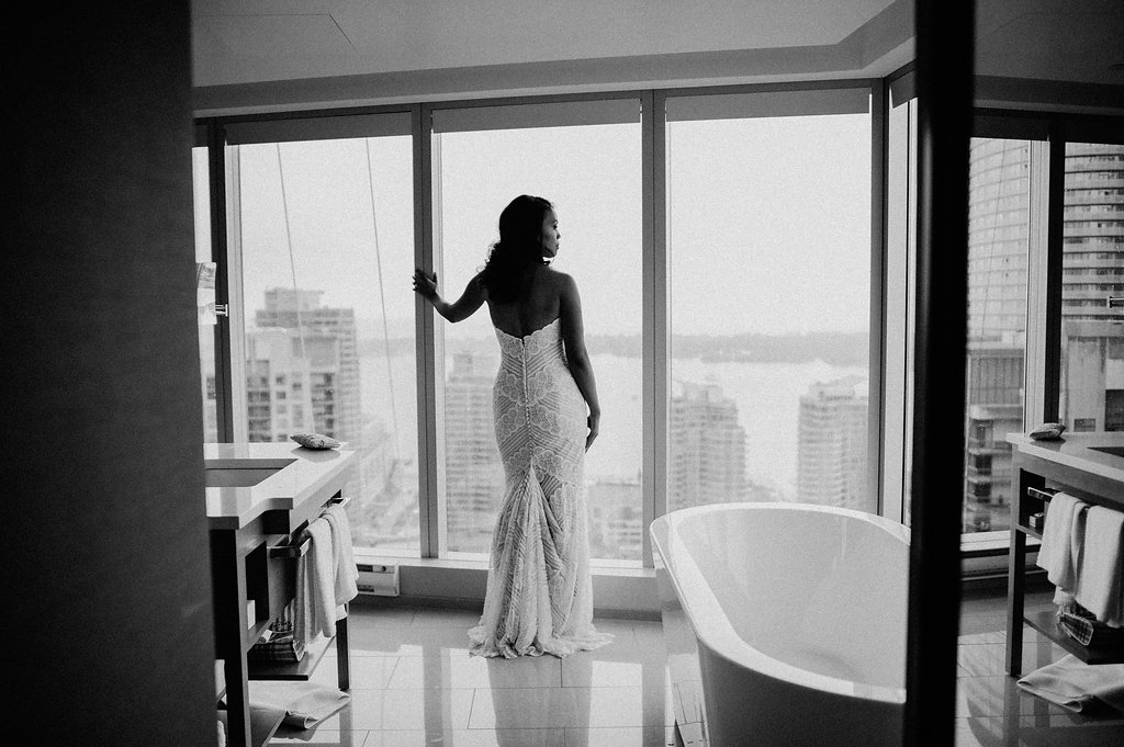 black and white bridal portrait with Toronto skyline
