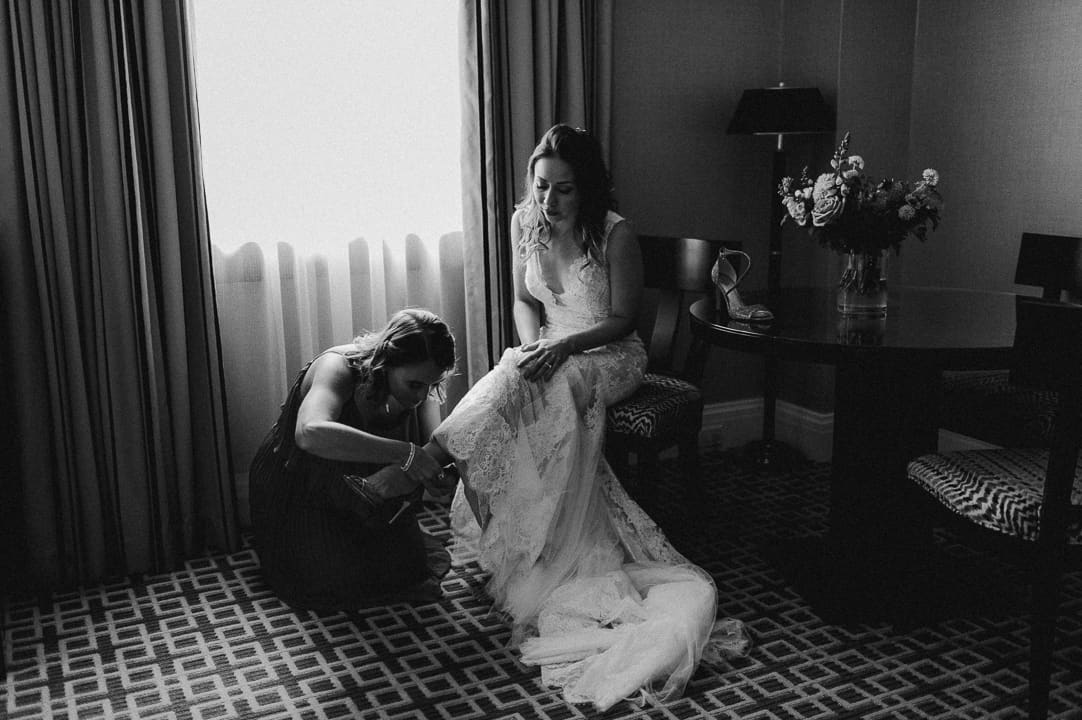 bride getting ready at fairmont royal york in toronto